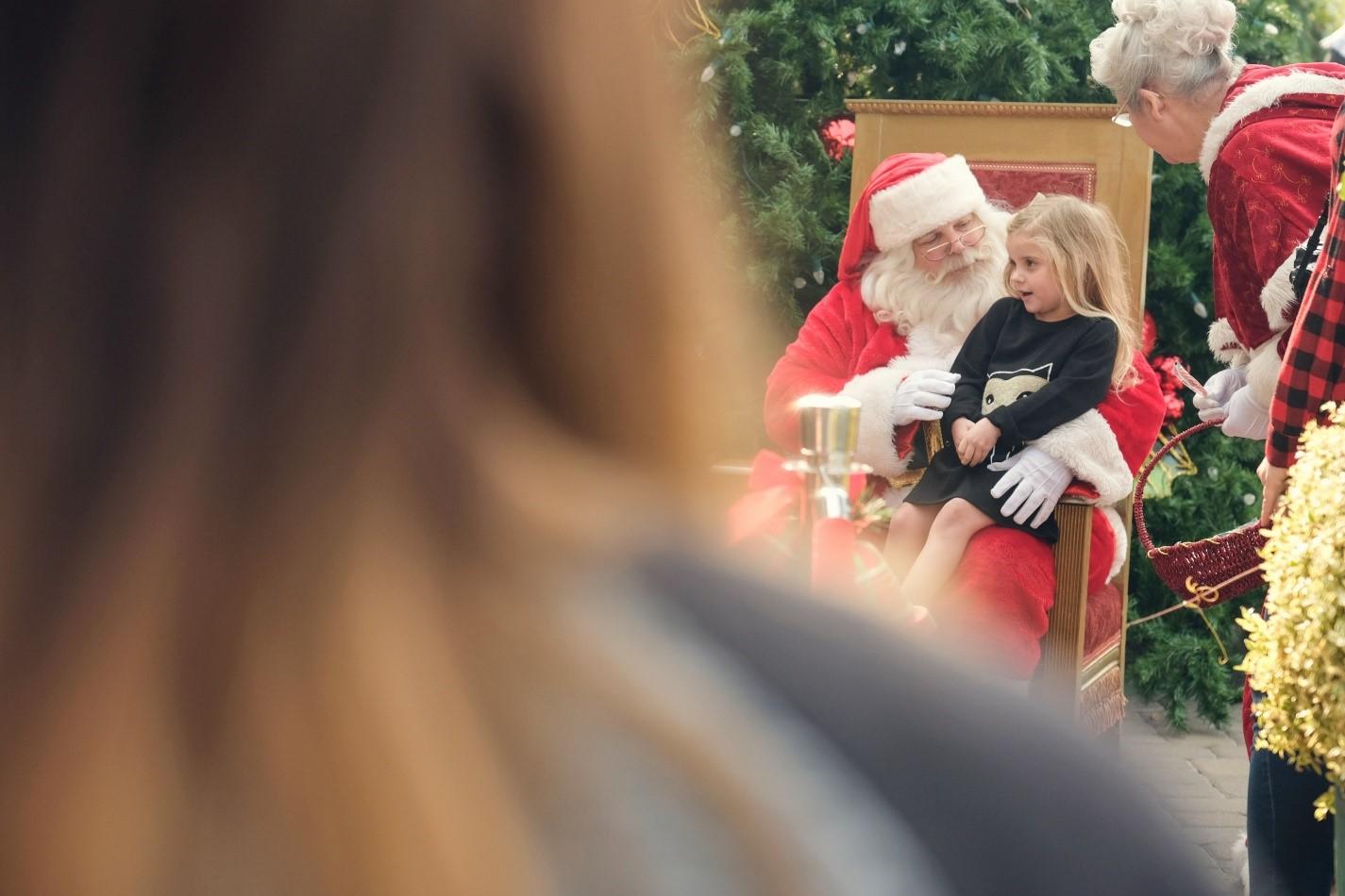 complimentary photos santa holiday season fig garden village