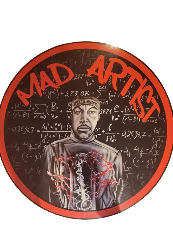 Mad Artist Airbrush Logo